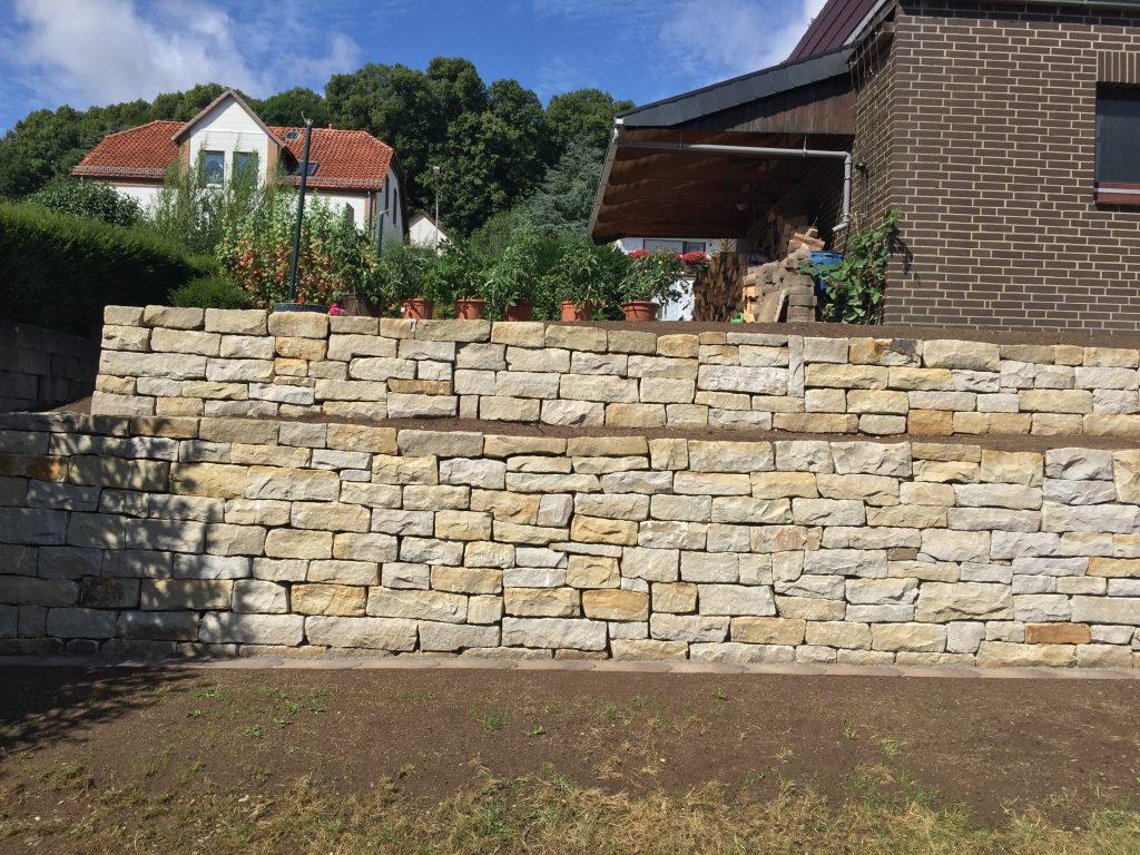 Mauer mit Bepflanzungsmöglichkeiten